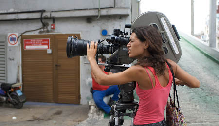 Lucy Mulloy on the set of Una Noche